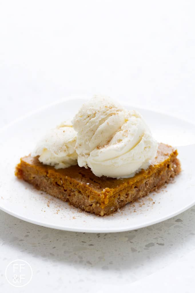 graham cracker pumpkin pie from foodfashionandfun.com