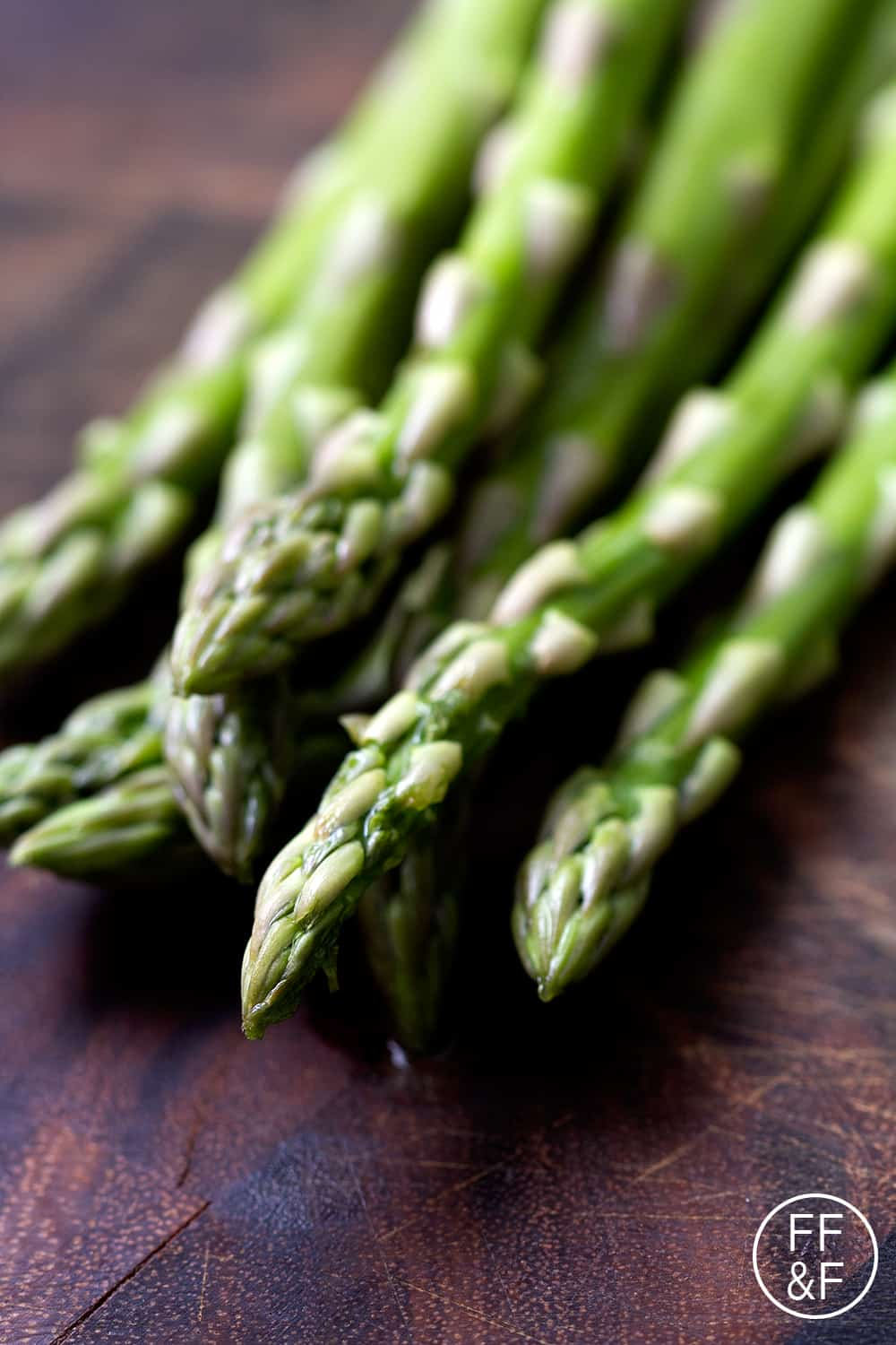 easy roasted asparagus from foodfashionandfun.com