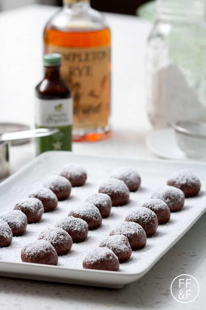 whiskey truffles by foodfashionandfun.com
