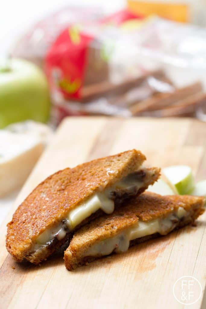 Grilled Cheese with Apples and Caramelized Onions from Foodfashionandfun.com