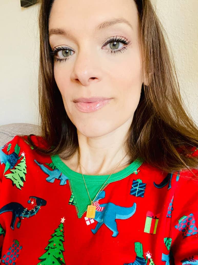 selfie showing off mascara for nontoxic mascara reviews post